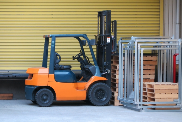 工場内の製品の充填などの簡単な日払い作業スタッフ