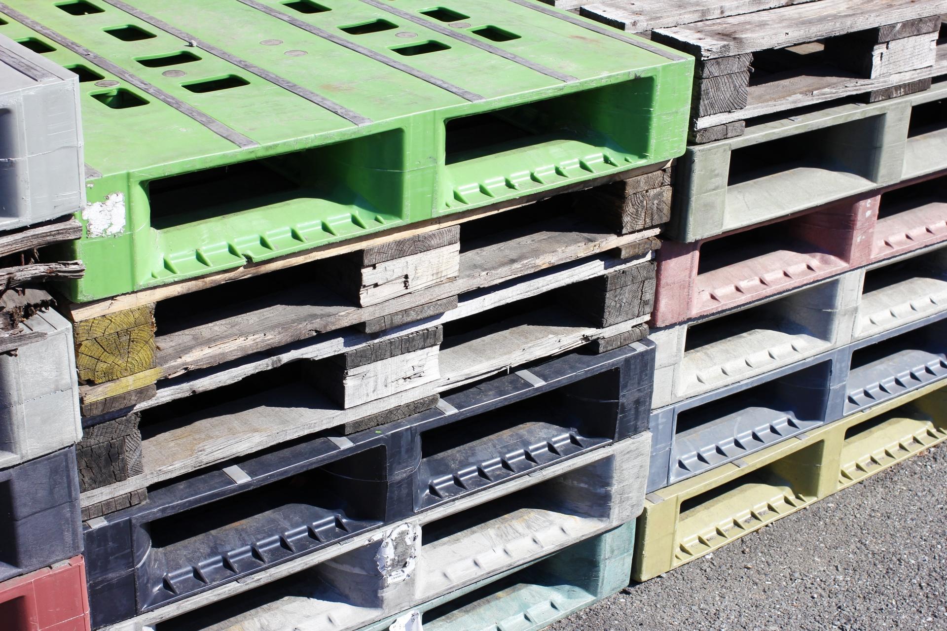 プラスチック加工に関わるオペレーションと製造のセットの簡単な日払い作業スタッフ